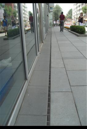 缝隙式排水沟现场图